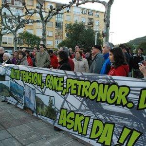 97FM irratia: Meatzaldea  bizirik  denunciará  este  sábado  la  quema  de  arenas  botuminosas.  Hablamos  con  la  doctora  Sara  Ibañez