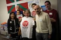 Planeta Musical Sur: Entrevista  a  Rosa  de  la  Fuente  durante  una  acción  de  la  Plataforma  de  Afectados  por  la  Hipoteca  del  País  Vasco,  SENDIA,  delante  del  Ayuntamiento  de    Getxo
