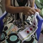 Mar de Fueguitos: Las múltiples esclavitudes de las mujeres bordadoras a domicilio en El Salvador