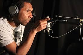 Mar de Fueguitos: El  músico  uruguayo  Gonzalo  Brown  canta  para  no  cambiar  de  bando