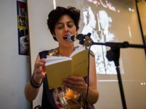 Mar de Fueguitos: La poeta Ixa Blanco y el disparate de la vida en verso