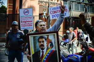 Cubainformación: Ecuador,  Venezuela  y  Bolivia:  medidas  contundentes  frente  a  los  medios  golpistas  (programa  455)