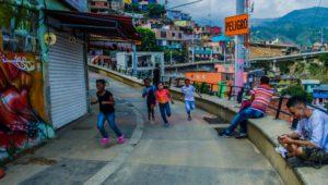 Mar de Fueguitos: Hagamos las paces desde la Comuna 13 de Medellín