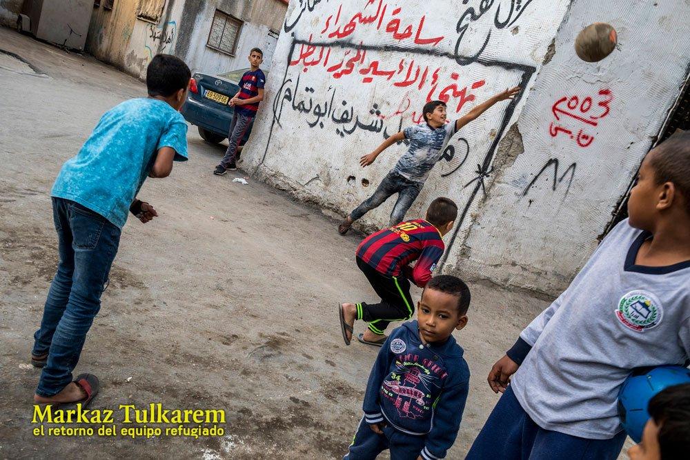 Mar de Fueguitos: la  pasión  del  fútbol  en  un  campo  de  refugiados