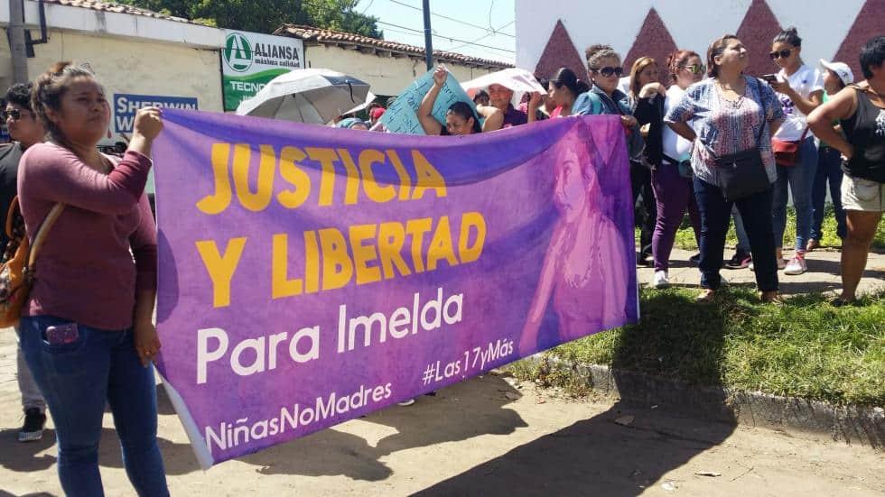 Mar de Fueguitos: la despenalización del aborto en El Salvador