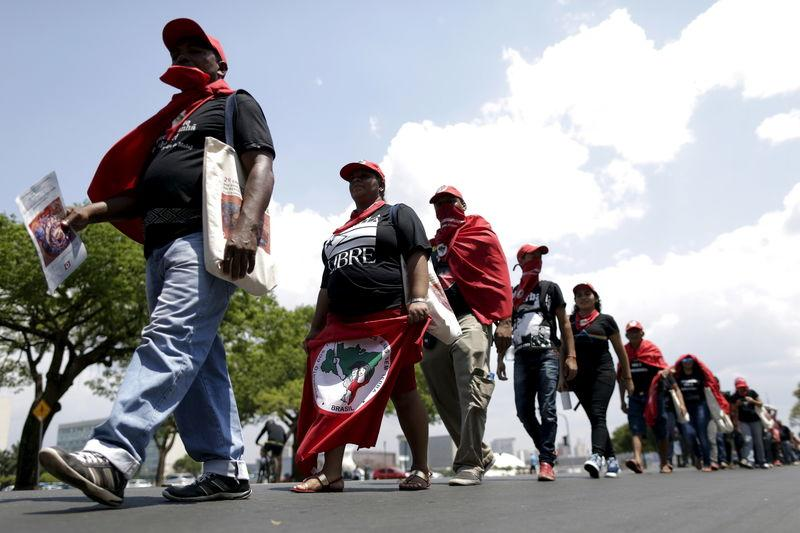 Mar de Fueguitos: la lucha del MST por un Brasil sin miedo