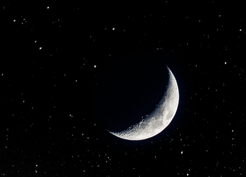 Mar de Fueguitos: la  luna  y  la  poesía  de  Asier  Vázquez