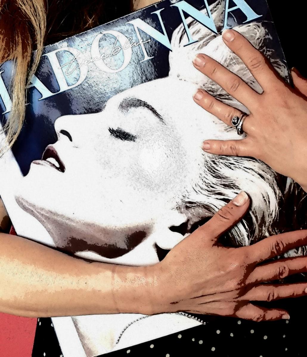 Web Side Stories: Madonna  (I):  El  equipo  al  completo  de  WSS  en  la  cama  con  la  Diva  del  Pop