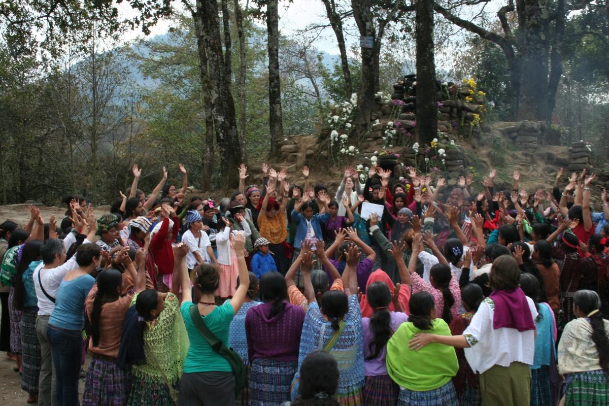Mar de Fueguitos: Memoria de las mujeres frente a las violencias